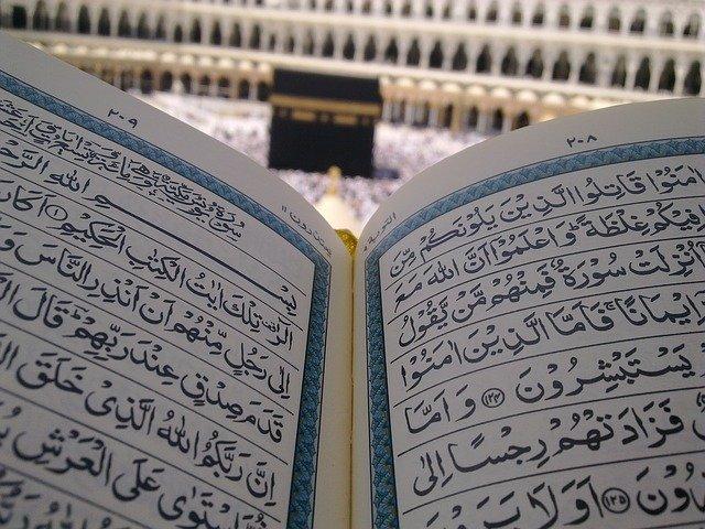 Tak Hanya Tambah Pahala, Yuk Intip Keutamaan Membaca Al Quran di Sini