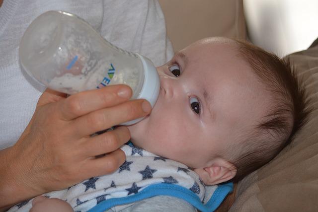 Hindari 3 Hal Berikut Ketika Memberikan Susu Formula Untuk Bayi Kembung Perut