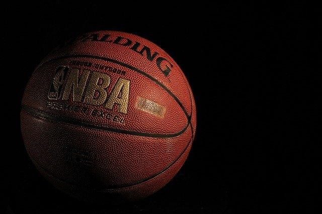 Tim bola basket fiksi terbaik