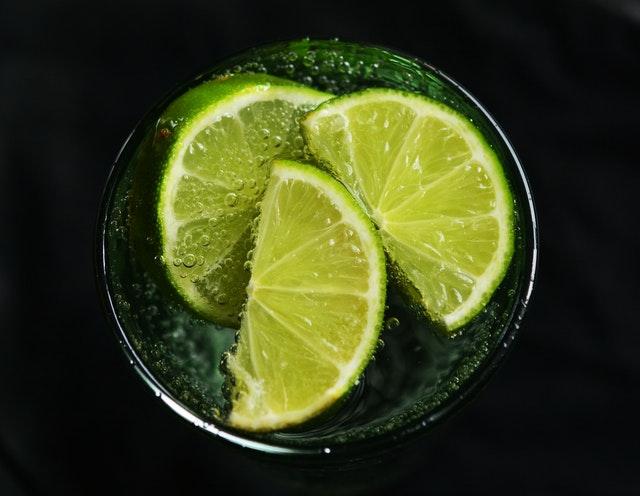 Perhatikan Beberapa Manfaat Air Lemon Hangat Bagi Tubuh