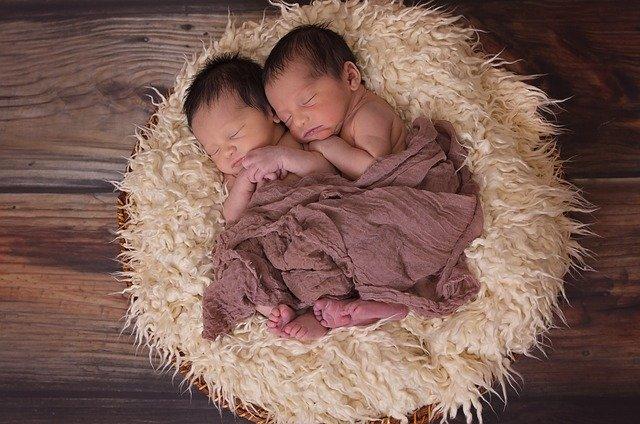 Ternyata Begini Cara Menggendong Bayi yang Benar