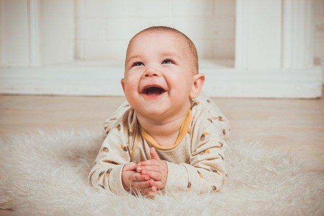 Cara memijat kaki bayi agar cepat berjalan